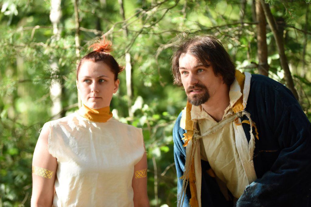 Ariel (Sanna Niemelä) ja Prospero (Jaakko Karjula). Kuva: Arja Koski.