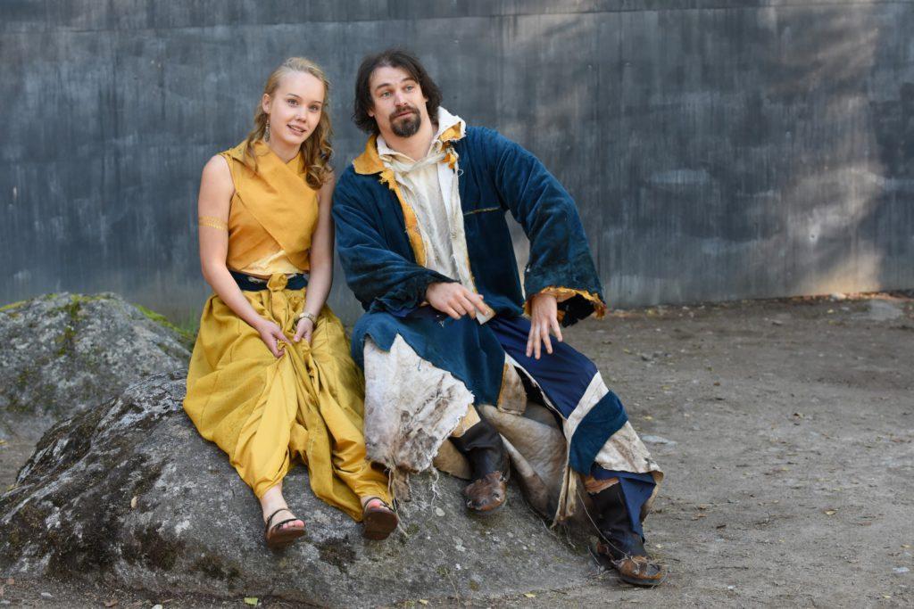 Miranda (Sanni Kero) ja Prospero (Jaakko Karjula). Kuva: Arja Koski.